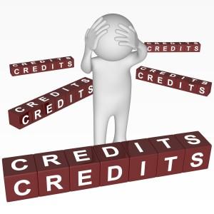 """Un personnage se prenant la tête à deux mains entouré de cubes écrivant """"crédit"""""""