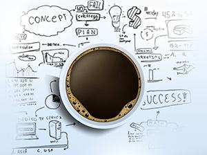 Tasse de café sur des plans et des schémas techniques